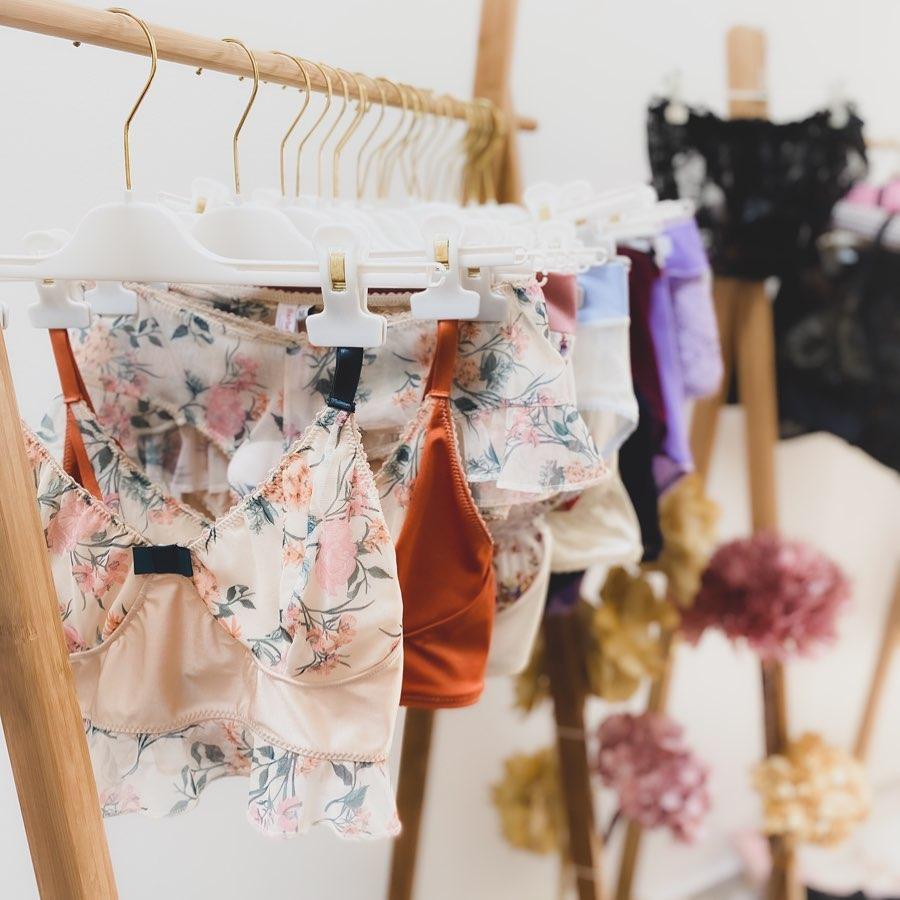 Bande de créateurs Juin 2021 Barbe Rose lingerie